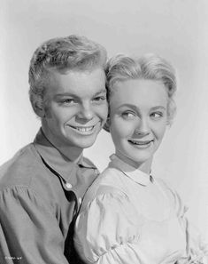 Medium publicity shot of Russ Tamblyn as Gideon & Nancy Kilgas as Alice - 'Seven Brides for Seven Brothers', Golden Age Of Hollywood, Classic Hollywood, Old Hollywood, Old Movies, Great Movies, Belle Disney, Russ Tamblyn, Viejo Hollywood, Brothers Movie