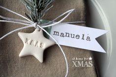 "Pink Frilly: ""at home for XMAS"" tutorial segnaposto natalizio Winter Christmas, Christmas Holidays, Christmas Crafts, Christmas Ornaments, Ceramic Christmas Decorations, Holiday Decor, Paper Packaging, Packaging Ideas, Christmas Gift Wrapping"