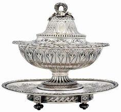 ODIOT, Charles-Nicholas (1819-1838). Excepcional small Tureen de prata…