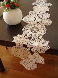 Vintage Doily Runner Wedding Table Decoration With Handcrocheted Vintage Doilies Eco Wedding Table Settings MADE to ORDER - Salvabrani Doilies Crafts, Lace Doilies, Crochet Doilies, Tapetes Vintage, Doily Art, Invisible Stitch, Crochet Table Runner, Wedding Table Settings, Wedding Tables