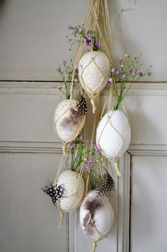 12 Egg~cellent Crafts For A Fabulous Easter - HomelySmart Easter Egg Crafts, Easter Eggs, Ester Decoration, Diy Osterschmuck, Egg Carton Crafts, Diy Ostern, Easter Table Decorations, Craft Day, Egg Decorating
