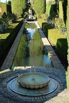 Generalife, Alhambra Granada | Flickr - Photo Sharing! Alhambra Spain, Granada Spain, Persian Garden, Landscape Design Plans, Paradise Garden, Mediterranean Garden, Ponds Backyard, Garden Fountains, Andalusia