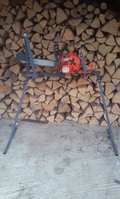 Log Saw Horse Drill Grape Electric Grape Crusher Log Splitter Cone Log Holder for Chainsaw Cutting: Homemade Log Holder for Chainsaw Metal Chainsaw Log Saw Horse With Holder & Clamp For Sawing Logs Log Saw, Firewood Logs, Log Splitter, Log Holder, Obi, Wood Storage, Chainsaw, Wood And Metal, Woodworking Tools