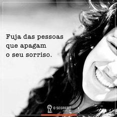 Cuidado, tem gente doente que se incomoda com sua felicidade! #sociedadedosespiritos #gentenegativa #gentedoente #espiritismo #umbanda #ramatis #universalismo #2017motivosparaserfeliz (em São Paulo, Brazil)