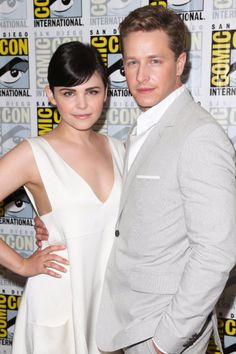 Snow and Charming at Comic Con.I love that Ginnifer Goodwin and Josh Dallas are a couple in real life! Once Upon A Time, Snow And Charming, Prince Charming, George Clooney, Josh Dallas And Ginnifer Goodwin, Baby On The Way, Why People, Beautiful Couple, Gorgeous Guys