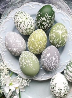 Cool Easter Eggs, Easter Egg Crafts, Easter Projects, Hoppy Easter, Easter Tree Decorations, Easter Egg Designs, Easter Traditions, Coloring Easter Eggs, Easter Holidays
