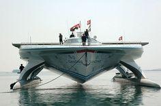 Barco movido a energia solar completa volta ao mundo