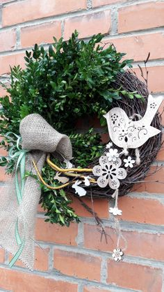 Jarní s ptáčkem, zajíčky,... / Zboží prodejce přírodní dekorace | Fler.cz Wreath Crafts, Diy Wreath, Flower Crafts, Easter Wreaths, Holiday Wreaths, Spring Crafts, Easter Crafts, Flower Decorations, Floral Arrangements