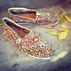 b69d4c1a21eb Hand painted sunflower Tom shoes by InSensDen on Etsy