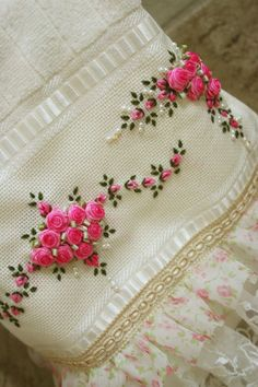 Wonderful Ribbon Embroidery Flowers by Hand Ideas. Enchanting Ribbon Embroidery Flowers by Hand Ideas. Hand Embroidery Patterns Flowers, Hand Embroidery Videos, Embroidery Stitches Tutorial, Rose Embroidery, Silk Ribbon Embroidery, Embroidery Hoop Art, Hand Embroidery Designs, Garden Embroidery, Cactus Embroidery