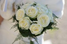white roses bouquet with highlight