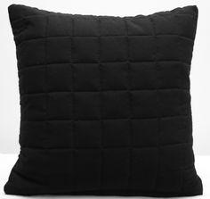 Čierna ozdobná obliečka na vankúš - domtextilu. Small Cushions, Black Cushions, Gold Marble, White Marble, Miss You Gifts, Blue Bedroom, Black Quilt, Black Decor, Accent Colors