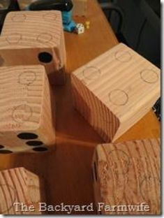 Backyard Games lawn dice - The Backyard Farmwife (for Yatzee or Farkle) AWESOME gift idea! The Secre Wood Crafts, Diy And Crafts, Crafts For Kids, Arts And Crafts, Wood Projects, Craft Projects, Projects To Try, Woodworking Projects, How To Make Dice