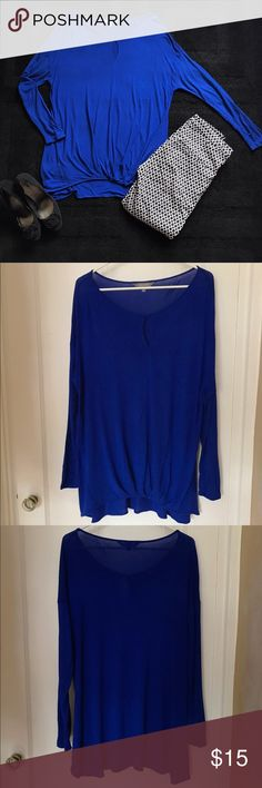 NWOT Blue Tunic with Keyhole Cutout Long sleeve blue tunic with key hole cut out at front. Only worn once--like new! Daisy Fuentes Tops Tunics