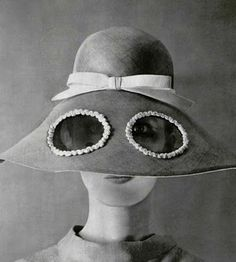 How to get your kids to disown you on the beach . Jean Patou I remember these hats! 1960s Fashion, New York Fashion, Vintage Fashion, French Fashion, Victorian Fashion, Fashion Fashion, Runway Fashion, Fashion Women, Fashion Dresses