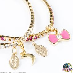 Sailor Moon and ma chére Cosette? are coming out with bracelet sets packaged in a gorgeous pink jewelry box! Sailor Moon Jewelry, Sailor Moon Toys, Sailor Moon Crystal, Fashion Bracelets, Fashion Jewelry, Sailor Moon Merchandise, Bracelet Set, Jewelry Box, Jewels