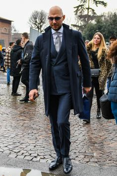 Discover the details that make the difference of the best unique people with a lot of Best Shopping Sites, Men Street, Gentleman Style, Business Fashion, Dapper, Suit Jacket, Menswear, Street Style, Mens Fashion