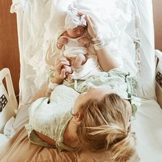 New baby pictures newborn hospital delivery room mom 20 ideas - Motherhood & Child Photos Baby Hospital Pictures, Birth Pictures, Birth Photos, Newborn Pictures, Labor Photos, Baby And Mom Pictures, Newborn Girl Pictures, Infant Photos, Bump Pictures