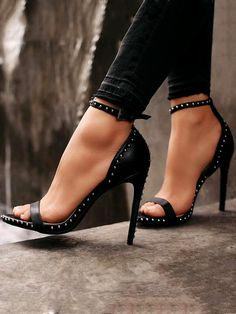 7e847e1eee0b6 Women s Shoe Shopping. womens shoes embroidered to love. Sandali Con Tacco