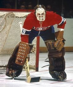Ken Dryden Ice Hockey Rink, Women's Hockey, Hockey Cards, Hockey Stuff, Montreal Canadiens, Ken Dryden, Hockey Memes, Goalie Mask, Vancouver Canucks