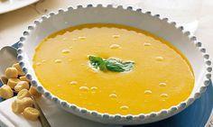 Este creme de abóbora com manjericão é ideal para servir como entrada de um jantar especial, entre amigos ou em família.