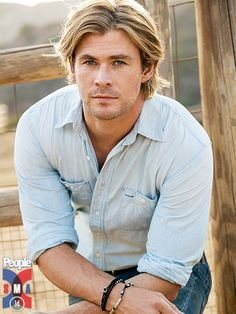 10 Hot Shots of Chris Hemsworth | HERE'S LOOKIN' AT YOU | The perfect parting shot.