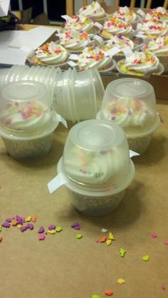 Recycling applesauce cups into take-home containers for cupcakes