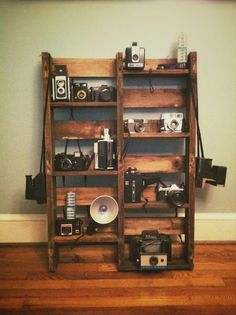 Wood+Pallet+Ideas | Wooden Pallet Ideas! / Wooden pallet stand for my vintage camera ...