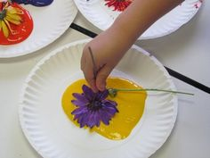 Save the flowers from Mother's Day for a little flower art in preschool...