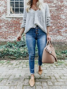 The grey sweater is a wardrobe staple as it can be worn in dozens of different ways. Check out some super stunning grey sweater outfits, both casual and dressy. Sweater And Jeans Outfit, Sweaters And Jeans, Gray Sweater, Faded Jeans Outfit, Cute Sweater Outfits, Dress Up Jeans, Summer Sweaters, Trendy Fashion, Fashion Outfits