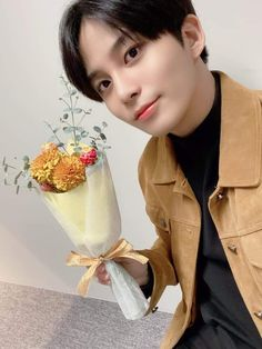 [📷] Our white day made of flowers 🌷 Vlive behind photo   8 bouquets made for a white day 💐💕 Thank you for being with us today 🍭🍬   Nct, Jung Woo Young, White Day, Wattpad, Kim Hongjoong, Boyfriend Material, Boy Groups, The Incredibles, Twitter