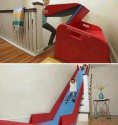Resbaladilla  para jugar dentro de casa, fácil y cómodo para guardar.