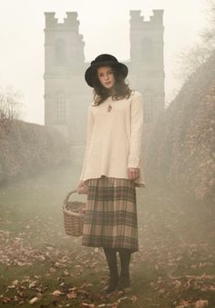 Image discovered by findyourtruelove. Find images and videos about girl, style and vintage on We Heart It - the app to get lost in what you love. British Country Style, Mode Country, Modest Outfits, Fall Outfits, Modest Clothing, Tweed, Victoria Magazine, Country Fashion, Inspiration Mode