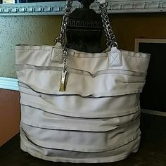 """DKNY Bag Gorgeous white leather bag with hold chain strap. Magnetic closure. 13""""x16""""x5"""". Strap drop 8.5"""". DKNY Bags Satchels"""