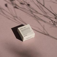 Lovely use of shadows and flora to create an interesting and striking image tips Skincare Packaging, Beauty Packaging, Cosmetic Packaging, Brand Packaging, Still Life Photography, Photography Tips, Product Photography, Packaging Inspiration, Illustration Inspiration
