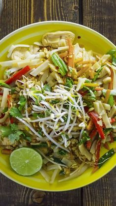 You've been eating chicken pad Thai wrong your whole life via @AOL_Lifestyle Read more: https://www.aol.com/article/lifestyle/2017/05/18/best-bites-chicken-pad-thai/22096062/