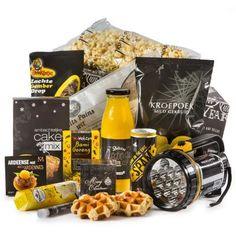 """Een stijlvol familie pakket in de stoere kleuren geel en zwart. In de samenstelling van dit geschenk is er voor elk wat wils. De handige geel/zwarte """"zak"""" lamp in XXL formaat is met z'n 13 ledlampjes een baken in de duisternis! #LichtAan!"""