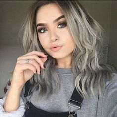 silver hair if you dare // gorgeous look Hairstyles Haircuts, Pretty Hairstyles, Medium Haircuts, Beauty Make-up, Hair Beauty, Hair Inspo, Hair Inspiration, Dyed Hair, Wavy Hair