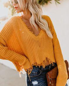 V-Ausschnitt + Distressed + Pullover. Teen Fashion, Winter Fashion, Fashion Outfits, Womens Fashion, Fashion Trends, Style Fashion, Fashion Top, Color Fashion, Fashion 2018