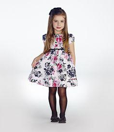 VESTIDO FESTA INFANTIL AQUARELA FLORAL MOMI A Momi tem o vestido perfeito para sua princesa chegar radiante na festa. A doce estampa floral recebe lindas nuances de cores que contrastam com o fundo neutro.