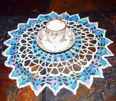 Doilies, Doilies and table runners, Vintage decor, Vintage doily by VintageByNora on Etsy https://www.etsy.com/listing/583010045/doilies-doilies-and-table-runners