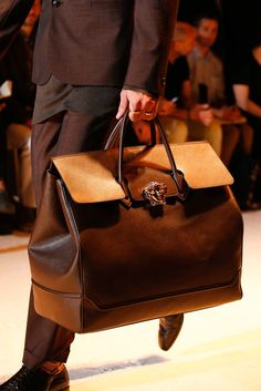 Versace Spring 2016 Menswear - Collection. Tavel bag. Details.
