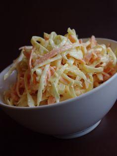 KFC saláta házilag - káposztát legyaluljuk,répát durvára,hagymát nagyon,citrom levét,hagyma elveszti,öntet hozzávalóit,ecetet cukorral, - anyu65 Blogja - 2012-11-03 23:37