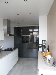 Kitchen Interior, Home Kitchens, Kitchen Ideas, Kitchen Cabinets, House Styles, Tableware, Home Decor, Dinnerware, Decoration Home