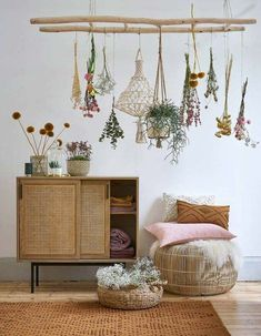 interior design trends to keep up with, lovely decor for your home! Click the photo to find out more! тенденции дизайна интерьера Amazing interior design trends to keep up with, lovely decor for your home! Click the photo to fi. Boho Decor Diy, Hippie Home Decor, Diy Home Decor, Bohemian Living Rooms, Beautiful Living Rooms, Contemporary Home Decor, Bedroom Vintage, Minimalist Bedroom, Dream Decor