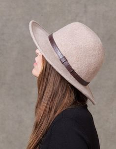 At Stradivarius you'll find 1 Woollen Fedora hat for woman for just 15.95 € . Visit now to discover this and more CAPS AND HATS.
