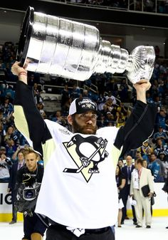 Pascal Dupuis, Great to see him lift the Cup. Pittsburgh Penguins Stanley Cup, Stanley Cup Playoffs, Stanley Cup Champions, Pens Hockey, Hockey Teams, Hockey Players, Pascal Dupuis, Lets Go Pens, Hockey World