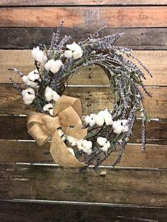 Incredible cotton decor farmhouse that you will love it 43 - GODIYGO. Country Decor, Rustic Decor, Farmhouse Decor, Rustic Wreaths, Outdoor Wreaths, Vintage Farmhouse, Modern Farmhouse, Farmhouse Style, Diy Wreath