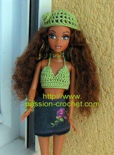 Top et bonnet au crochet pour poup�e Barbie