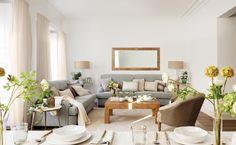 MG 5515. Comedor y salón en una misma estancia con dos sofás gris y mesa de centro de madera_MG 5515